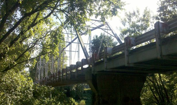 1280px-Camelback_bridge_from_below